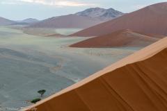 Rode Duinen in Namibië gezien vanaf Dune45